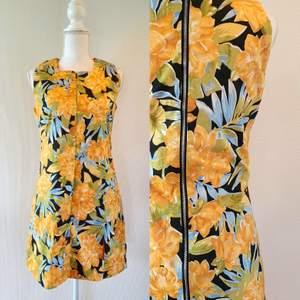 Vintage klänning i storleken s, hemmasydd. Frakt tillkommer med 66 kr