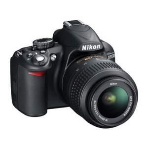 Kameraväska samt objektiv medföljer, sparsamt använd. Köpt för 6000kr