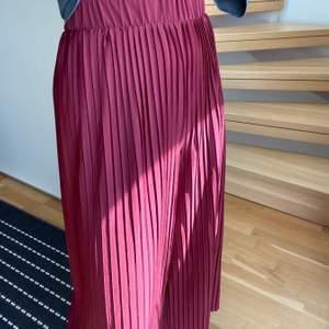 Sköna byxor från Monki i strl XS. Använts några gånger men i fint skick. Kan mötas upp i Malmö annars står köparen för frakten🥰