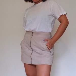 Kjol i äkta mocka från mango 🥭  frakt inkluderat i priset 🌞