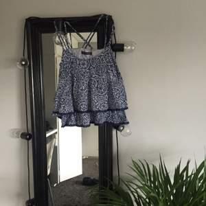 Fint linne i storlek 36! Köparen står för frakt (ca 40kr) köpt i London och endast använd någon enstaka gång. I mycket fint skick.
