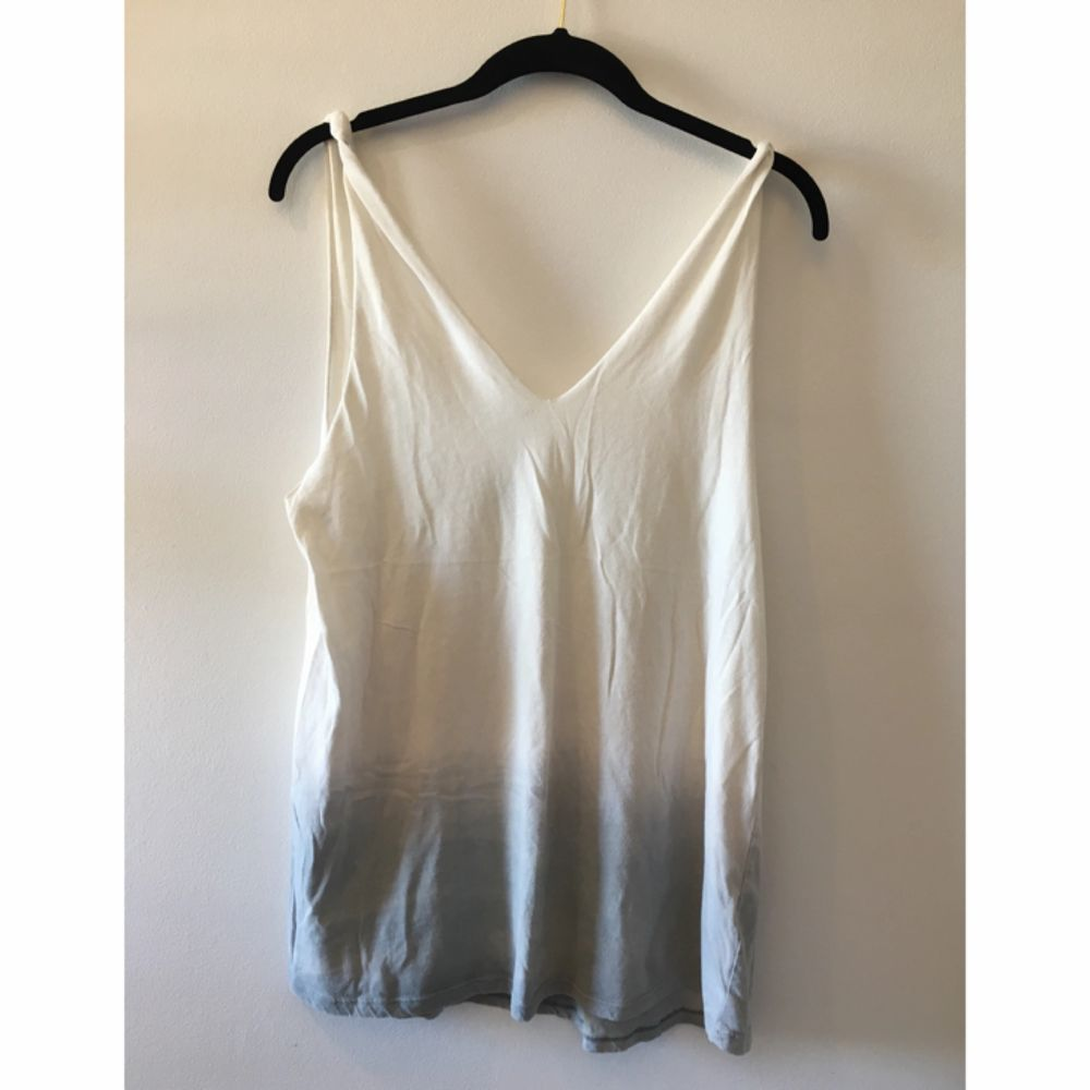 Vitt linne från Crocker som sitter fett snyggt (!) köpt på Weekday. Toppar.