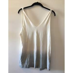 Vitt linne från Crocker som sitter fett snyggt (!) köpt på Weekday