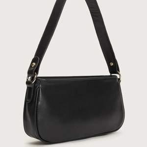 INTRESSEKOLL! på min fina väska. Säljer endast vid bra bud. Buda och tveka inte att fråga om något du undrar över🥰