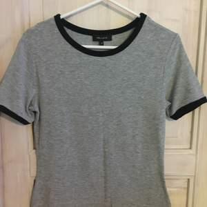 T-shirt från London i superskönt material!! Storlek small! Kan skickas - köpare står för frakt ✨ Kolla in min profil för mer grejer  Skriv för fler/bättre bilder! 🌸