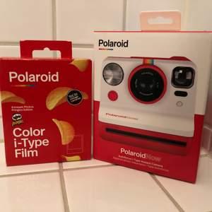 Helt ny Polaroid now med film (bilder) aldrig använd o oöppnad. Orginellt pris ligger på 1300-1600 för kameran och 170 kr för bild papper säljer för vann från en tävling o kommer inte använda. Pris kan diskuteras vid snabbaffär kan fraktas o mötas i stockholm