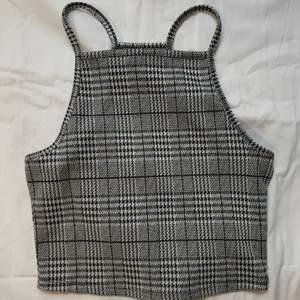 Jättefint linne från hm, stl xs. Jättefint skick, säljer för att det inte kommer till användning! Köpt för 99kr och säljer för 50kr+frakt💓