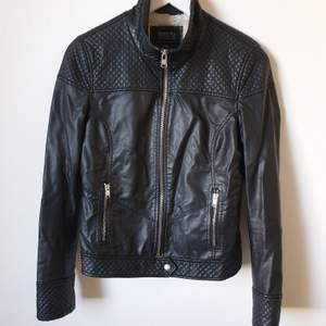 Leather look black jacket from Bershka with fur isnside - size M
