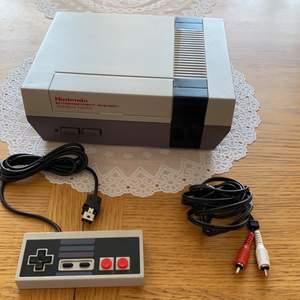 Nintendo oanvänt har aldrig spelat och garnityret intresse för spel Mosel mo.00 tating AC9V 850 c1985 nintendo