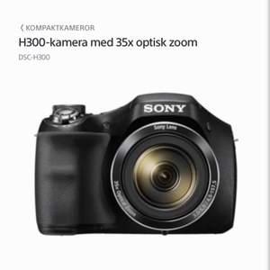 Säljer nu min kamera eftersom jag inte använder den, har haft den liggandes ett tag och då är de bättre att jag säljer den. Köpte den för 2300kr men säljer den för 1600kr. Vid snabb affär kan jag gå ner i pris! Köparen står för frakten.