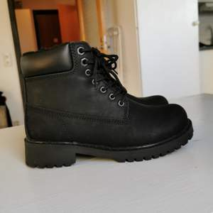 Från din sko, använda 2 ggr, nypris 399, frakt ingår i priset 🥾🖤