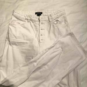 Vita raka jeans från Lindex i storlek 36! Frakt tillkommer på 63kr!