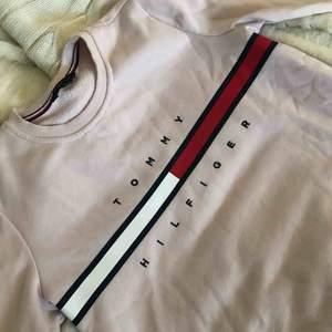 Äkta Tommy hilfiger tröja, ett par år gammal men sparsamt använd