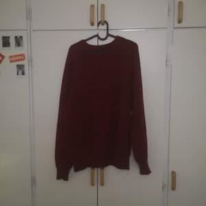 En stickad tröja från Beyond retro. Sitter oversized och är i väldigt bra skick. Priset går att diskuteras.