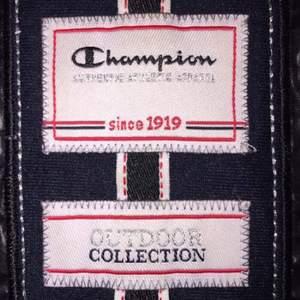 Heeeeelt uniiiiiiiiik CHAMPION-jacka!!!  Riktigt cool, fluffig med svart färg.  FRI FRAKT🌈