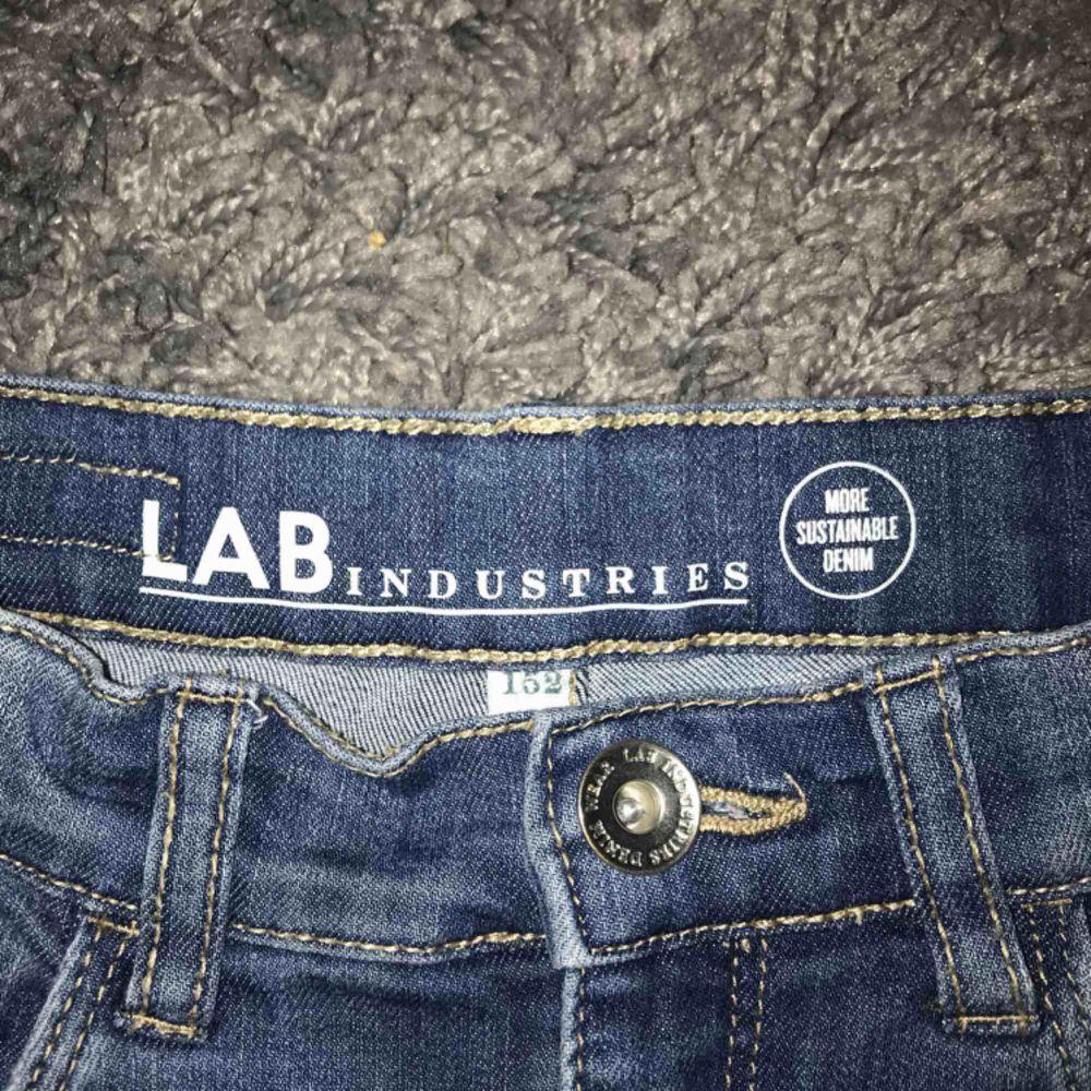 Ripped jeans, köparen står för frakt. Jeans & Byxor.
