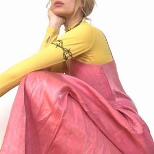 🍒PROMQUEEN🍒 Den mest Drömmiga balklänning/prinsessklänning du någonsin 👀. Pink n QT. Skimrande tyg i strl:xs/S. Knip denna  y2k klänning och Prom Queen titeln innan det är försent. Frakt tillkommer. Puss o K🍒