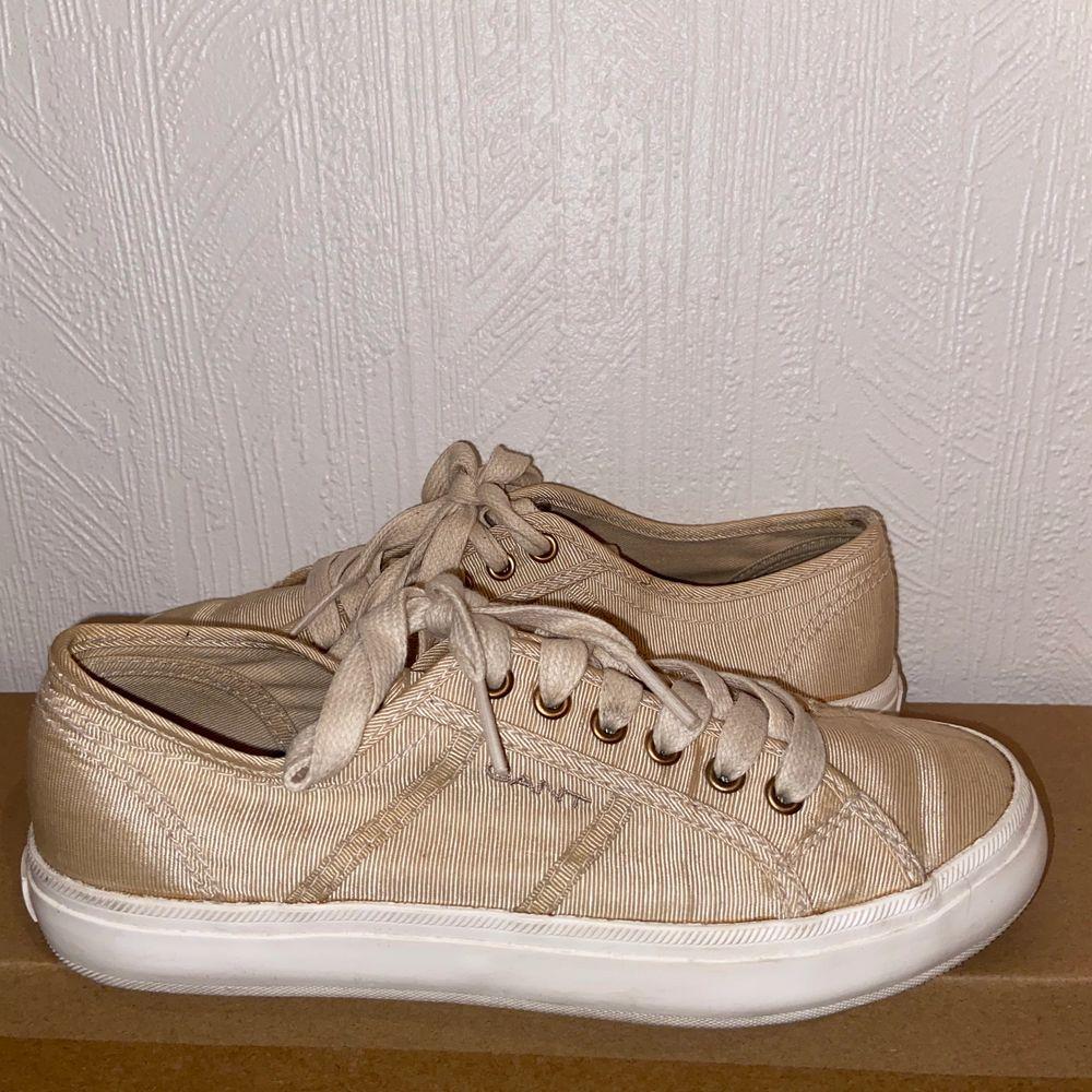 Superfina Gant skor i storlek 36. Använda endast 1 gång på skolavslutning. Bra skick.. Skor.