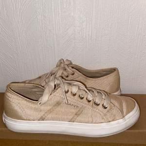 Superfina Gant skor i storlek 36. Använda endast 1 gång på skolavslutning. Bra skick.