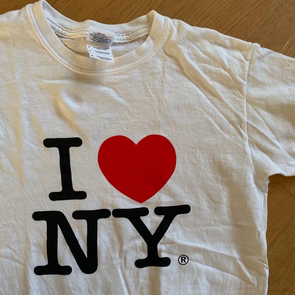 En jätte Najs tshirt som inte kommer till användning, bra skick!! . T-shirts.