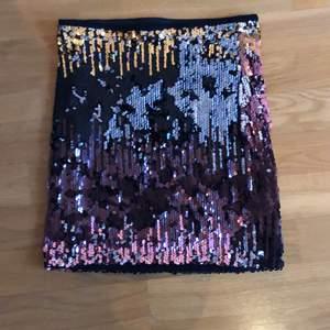 minipaljettkjol med flipbara paljetter i brunt, silver, guld och rosé