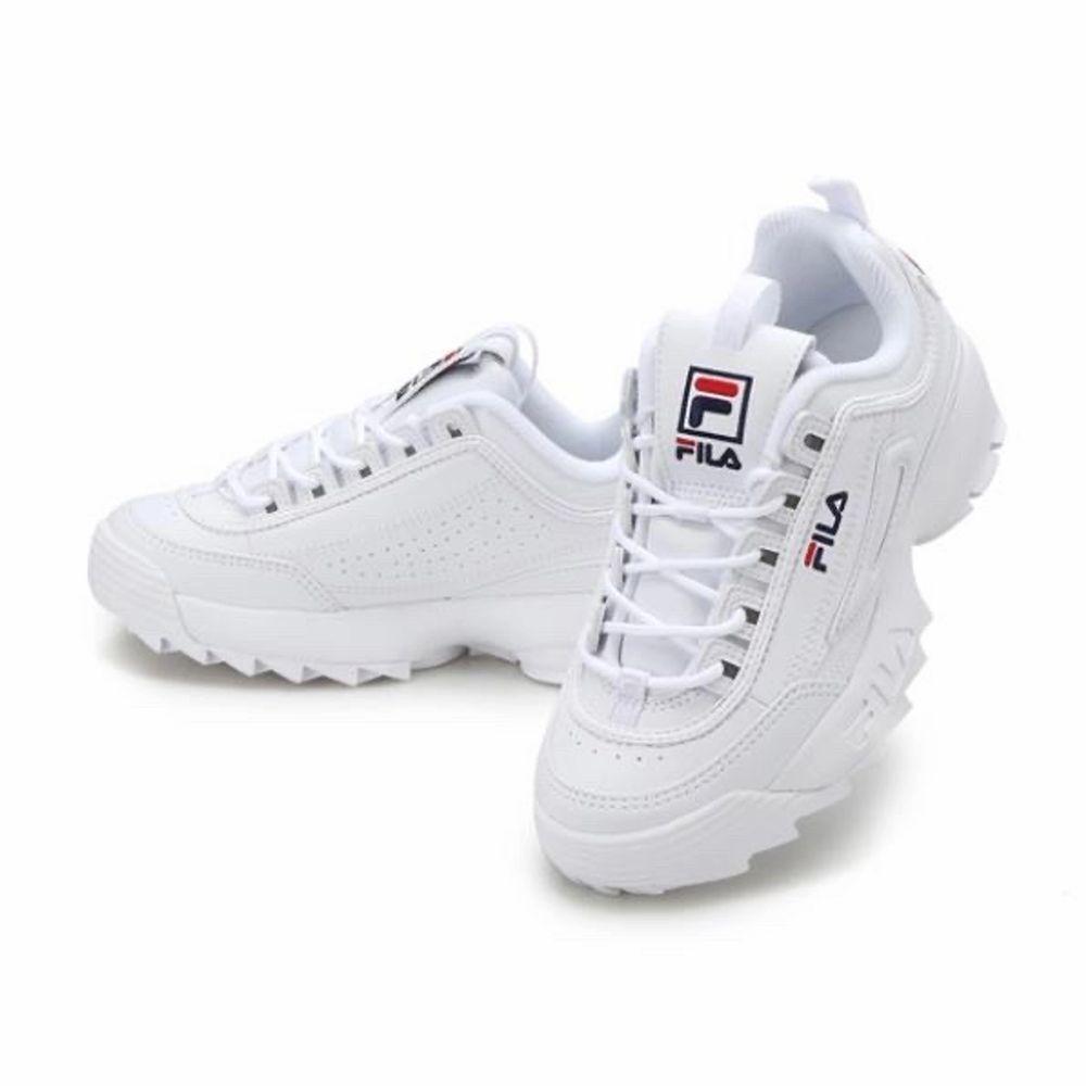 Säljer mina vita fila disruptor skor pågrund av fel storlek, BARA SERIÖSA KÖPARE! lite annorlunda än de vanliga eftersom mina har silicon på sidorna så de läcker inte vatten, perfekta nu till hösten/vintern. Köpta för 1000kr. Pris kan diskuteras vid snabb affär. Skor.