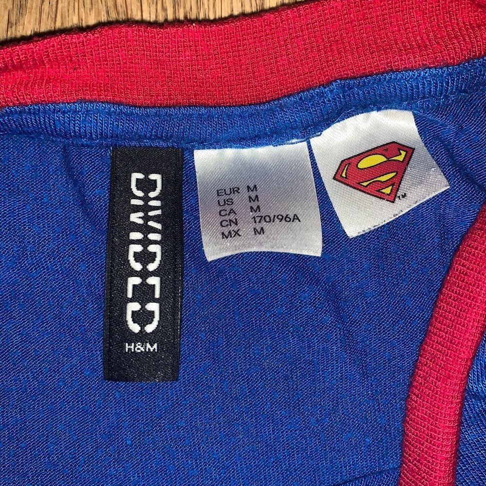 Superman tröja från H&M. 50kr + frakt.. Skjortor.