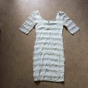 Spetsklänning från H&M  Strl 36