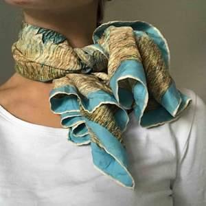 Sidenscarf köpt i Amsterdam i våras! Supersöt som scarf, sjal, bandana etc!