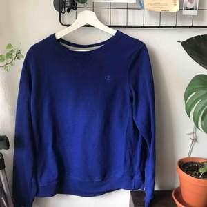 Champion sweatshirt som aldrig blivit använd. Köpt på Beyond retro. Fraktar mot porto 🌸