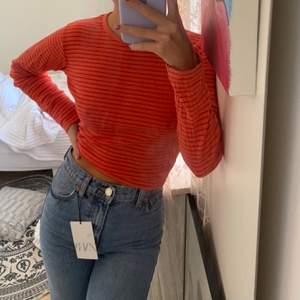 Super fin Orange/ röd tröja! Storlek XS, passar en S💗