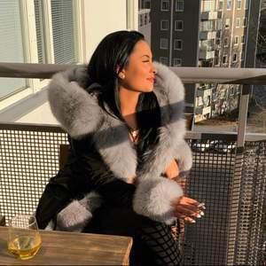 Fatima Parka köpt förra vintern endast använd ett få antal gånger, som ny, inget fel på jackan alls. Jag betalade 3000:- för jackan.