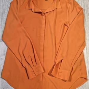 Fin väldigt stark orange färg, från H&M