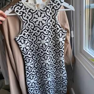 Såååå snygg klänning från Ivy revel!! Sitter som en smäck med ascoolt mönster
