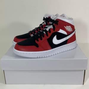 **Storlek 39 sålda**  Hej! Säljer några par helt oanvända 'Gym Red Black' Jordans i storlek 38.5 & 39! Helt äkta, kvitto finns. Kan mötas upp i Stockholm eller posta spårbart och dubbelboxat för 95kr. Pris 1395:-