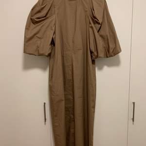 Superfin klänning från HM som tyvärr inte kommer till användning 😢