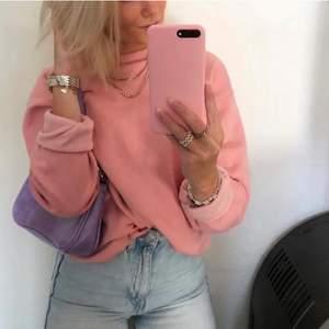 Jätteskön oversized sweatshirt som inte riktigt kommer till användning, som nyskick! Bud från 100kr exklusive frakt 💗