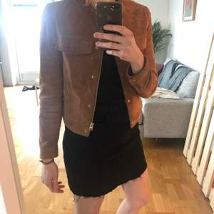 Barely worn brwon leather jacket, XS size mango. Fits tight, gold details. Really stylish jacket, selling because it does not fit me anymore.