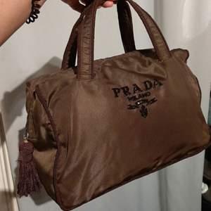 Äkta Prada Brad Embroidery Hondbag Nylon Tote bag B30xH23xD14 cm