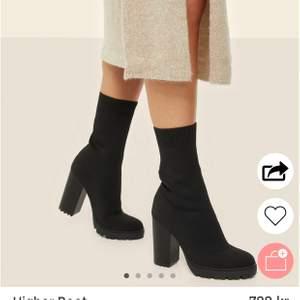 Helt nya från Biancas kollektion med Nelly. Otroligt snygga och bekväma skor men kommit till insikten att dom inte riktigt är för mig och har därför stått orörda sedan köp. Nypris 700