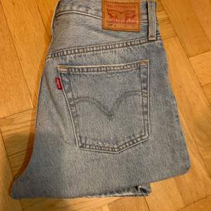 W 28 L 30, aldrig använda Levis jeans pga för små, inköptes för ca 1100kr