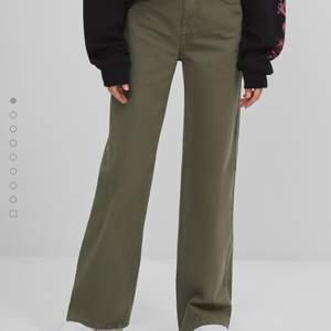 Säljer dessa kaki färgade byxor i st 36, använda endast en gång så som nya