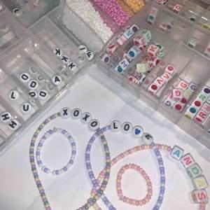 Hej hej!🥰  Jag säljer pärlarmband och ringar!  Armband 30kr + frakt (12kr)  Ring 18kr+ frakt (10kr)  Armand och ring 42kr + frakt (12kr) Står inte för postens slarv !!