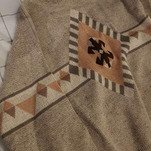 Super fin vintage stickad tröja. Köpt second hand såklart. 😊 Några funderingar, hör av dig!