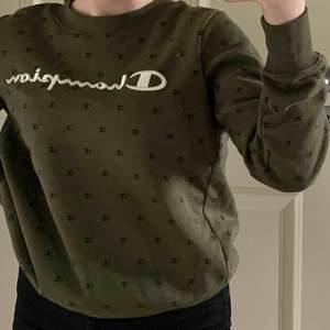 Grön champion sweatshirt! Storlek S Nypris 489kr