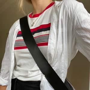 superfin T-shirt från topshop ⭐️⭐️ väl använd men i bra skick, frakt tillkommer!