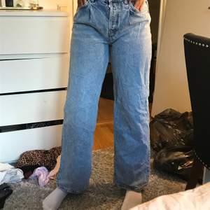 Har aldrig använt dessa jeans, dessa är köpta på pull&bear jag själv tycker att de är för korta e ju 1,80 lång så de långa för dom som är 1,74 och kortare, köpte dessa för 600kr💙💙💙