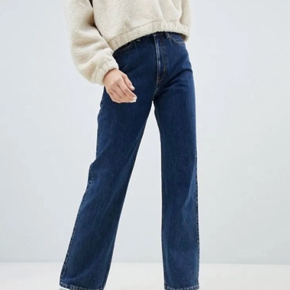 ( Bild fMörkblå jeans ifrån Weekday i storlek 24/30.. Jeans & Byxor.