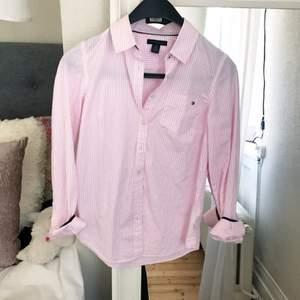 Skjorta från Tommy Hilfiger, strl  XS men vääldigt för stor för mig! Skulle säga liten M.