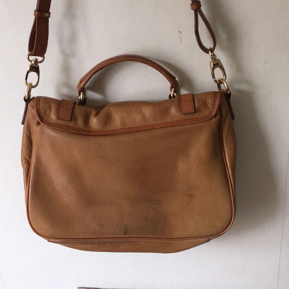 Massimo dutti väska i läder. Använt mycket men läder blir ju bara snyggare med tiden ;) . Väskor.